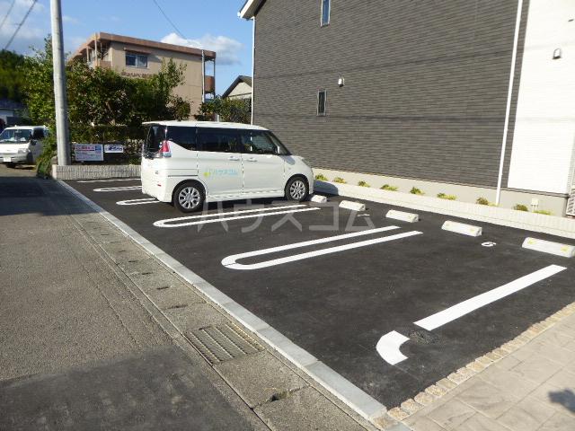 カーサ ブローテF 01020号室の駐車場