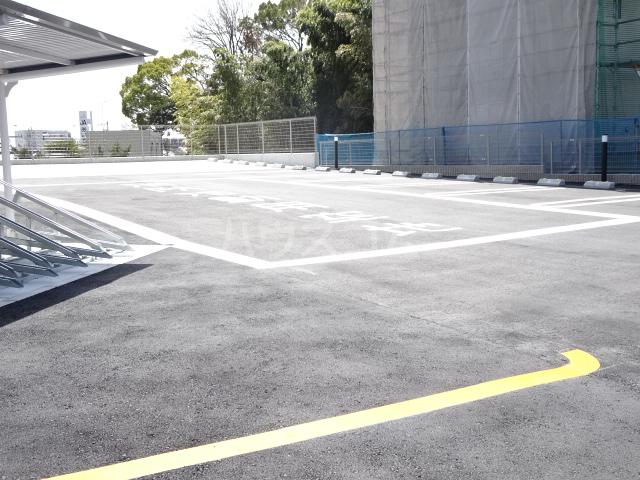 ライトヒルズ 元町 402号室の駐車場