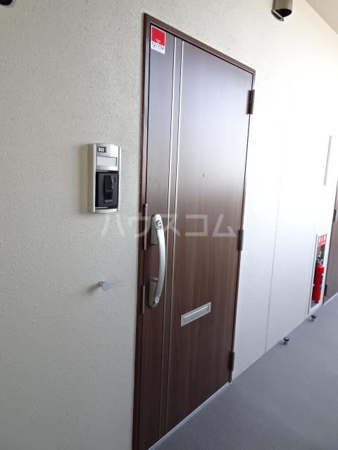 ライトヒルズ 元町 402号室の玄関