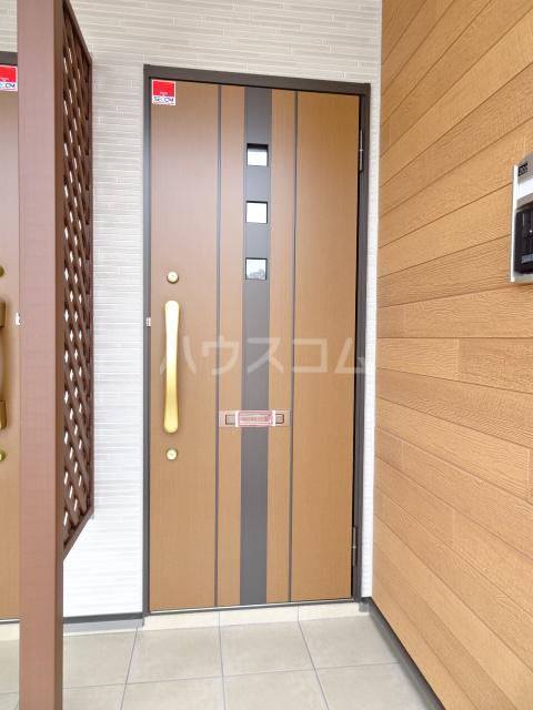 メゾンヌフファミーエⅣ 203号室のエントランス