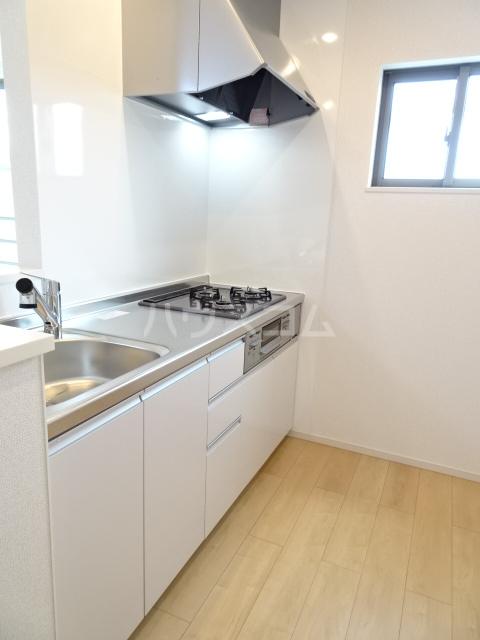 メゾンヌフファミーエⅣ 203号室のキッチン