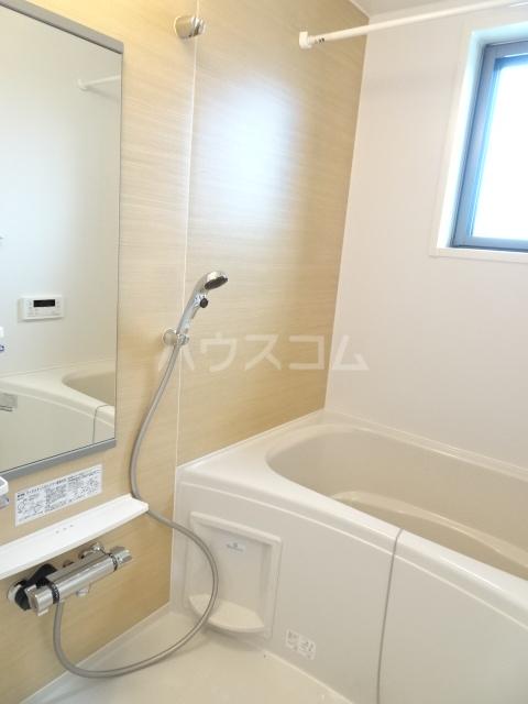 メゾンヌフファミーエⅣ 203号室の風呂