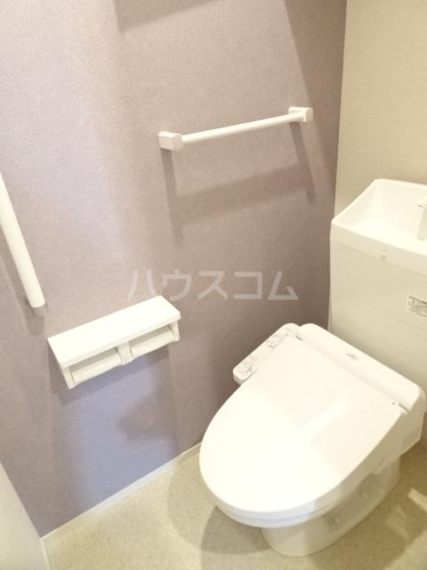 メゾンヌフファミーエⅣ 203号室のトイレ
