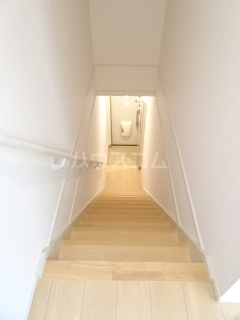 メゾンヌフファミーエⅣ 203号室の玄関