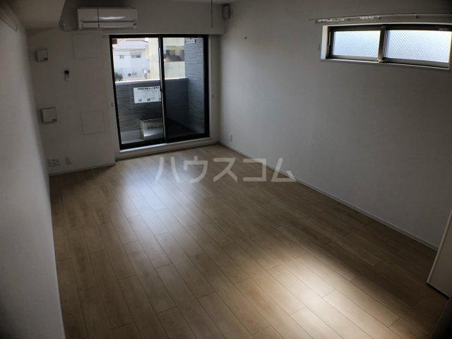 サニーオレンジ 208号室のリビング