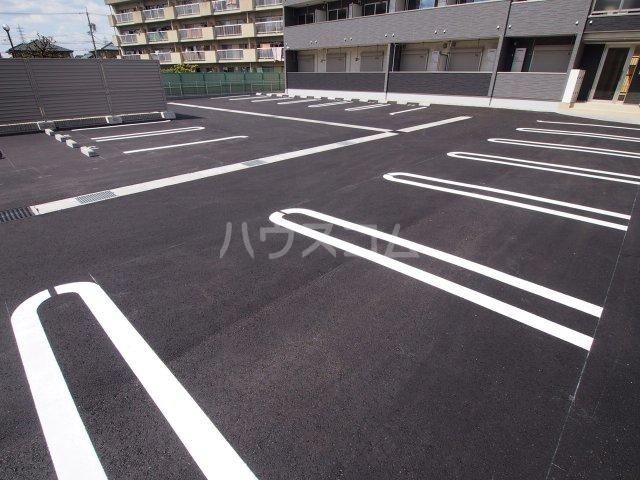 サニーオレンジ 208号室の駐車場