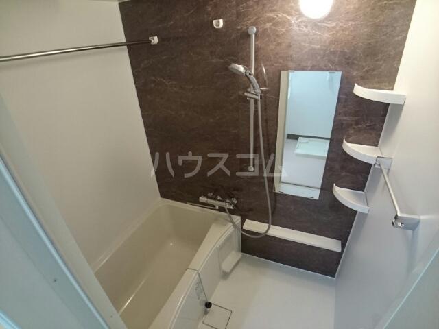 ビッグイースト ワン 203号室の風呂