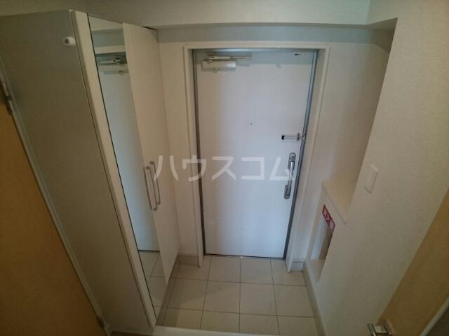 ビッグイースト ワン 203号室の玄関