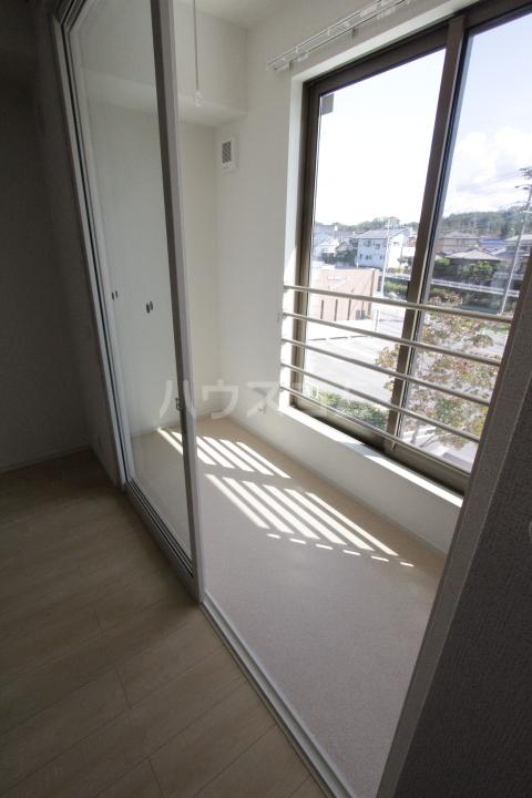 アンソレイユ市木 203号室のバルコニー