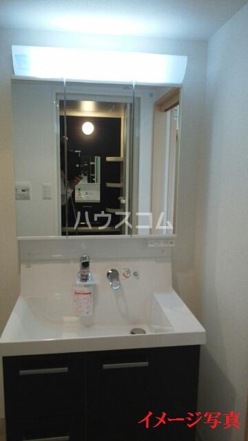 ティダ・エイソ 801号室の洗面所