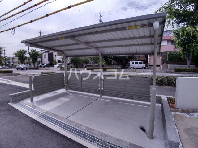 メゾン・ボヌール 205号室の駐車場
