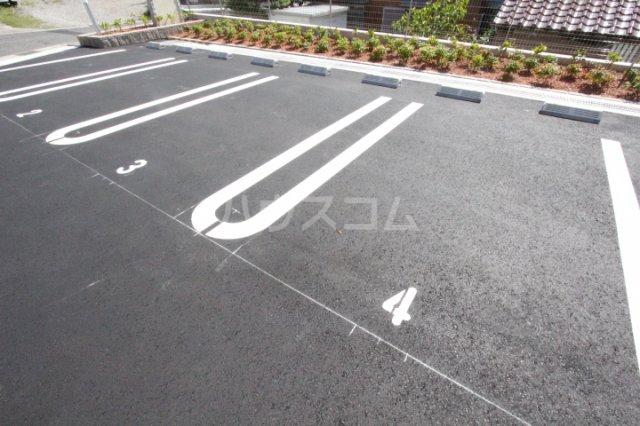 ベルアンジュⅡ 102号室の駐車場