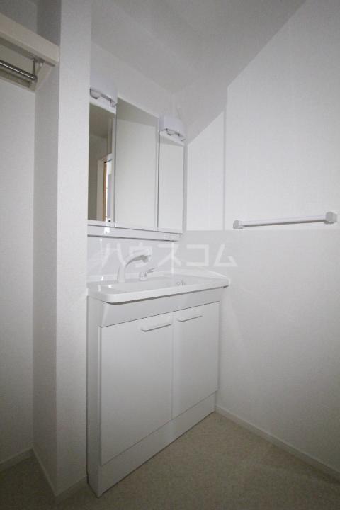 プリーアディーズ 102号室の洗面所