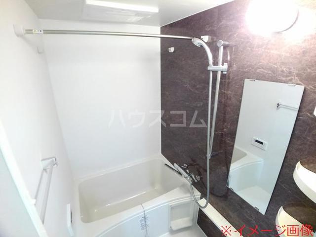 ソレイユメゾン 202号室の風呂