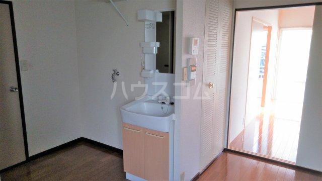 サンフォレスタ鵠沼 102号室の洗面所