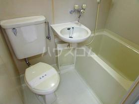 ハイツユウ 201号室の洗面所