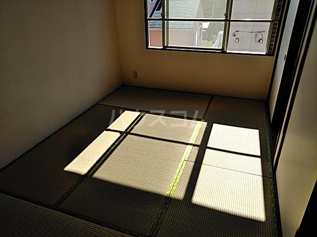 カーサ・アトリオ A棟 202号室の居室