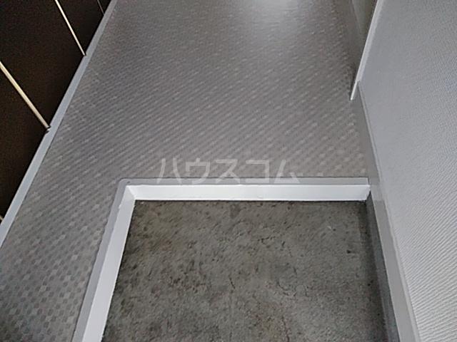 ヴィラ・ビアンカ 203号室の玄関