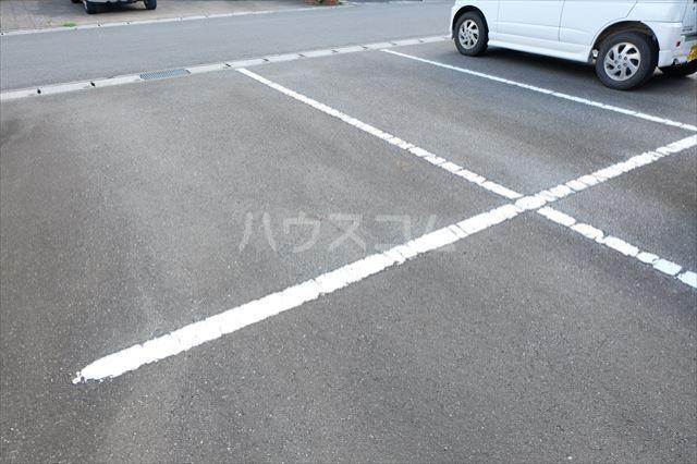 シャトーファミリーハイツ F 202号室の駐車場