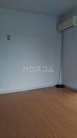 コーポ・リヨン 201号室のリビング