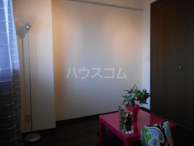 クレール上溝 105号室の居室