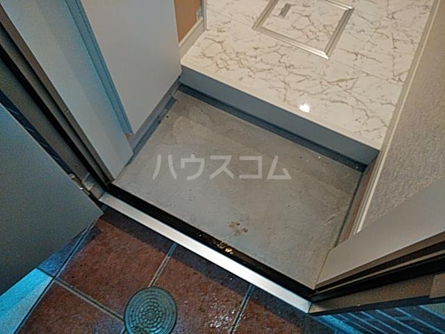 ユナイト根岸ヘルマン・ヘッセ 102号室の玄関