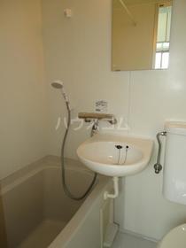 旭ハイム 102号室の洗面所