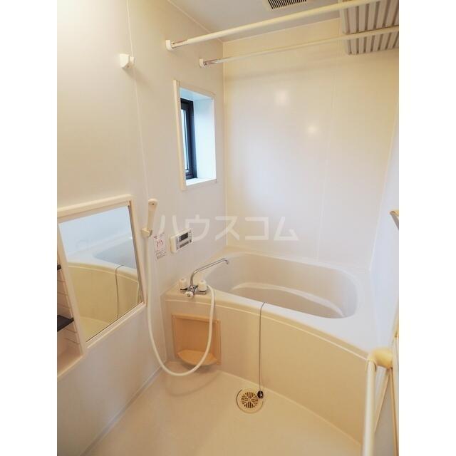 ラ・フランス D 102号室の風呂