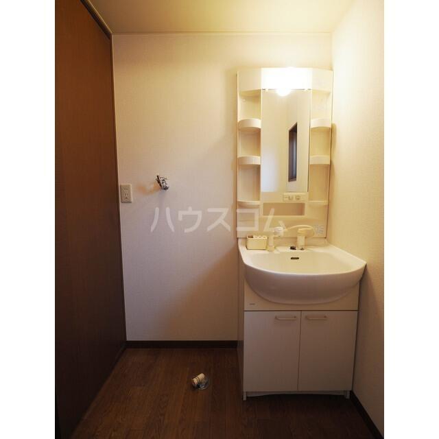 ラ・フランス D 102号室の洗面所
