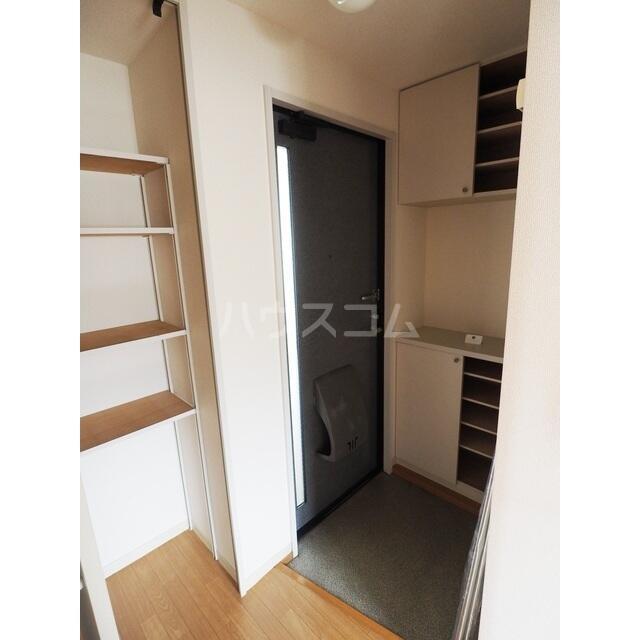 カルチェ C 201号室の玄関