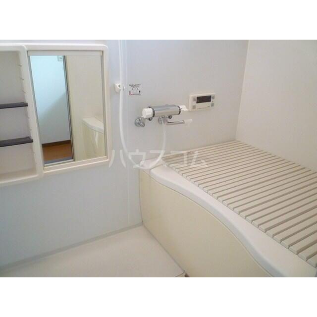 エレガンスクエア B 201号室の風呂