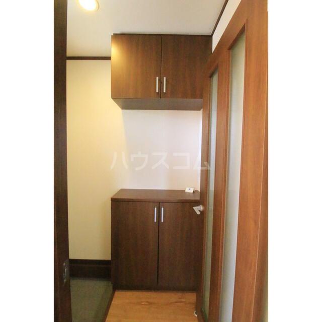 服部ハイツ E 102号室の玄関