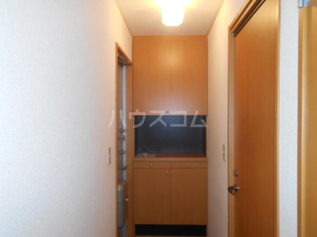 ポルトス元町 C 201号室の玄関