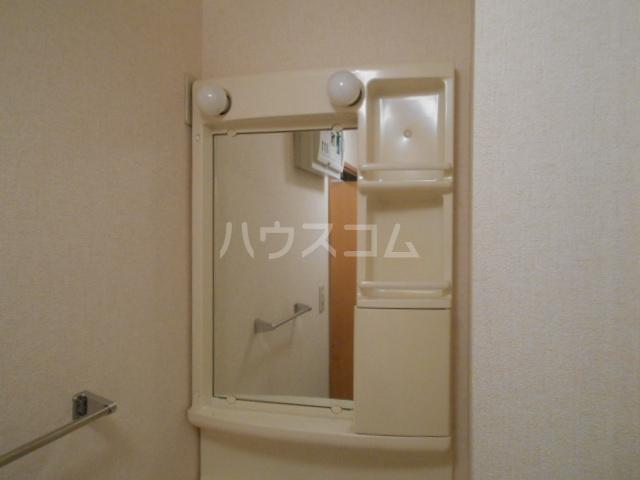 ポルトス元町 C 201号室の洗面所