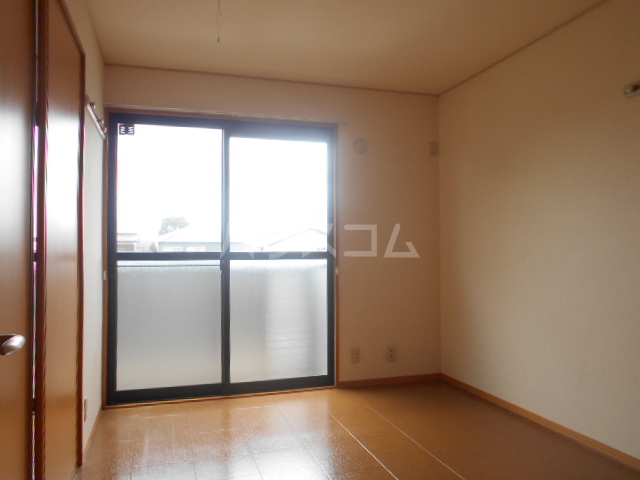 ポルトス元町 C 201号室の居室