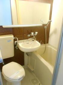 上大岡エステート 101号室の洗面所