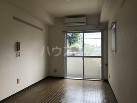 エミグラント多摩川 109号室のリビング