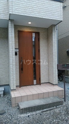 クローバーハウスB号棟の玄関