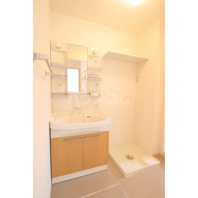 ラルジュール 101号室の洗面所