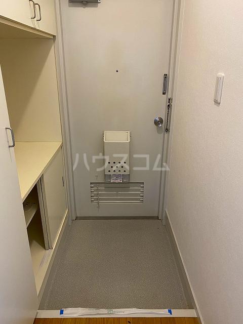 メゾン緑寿 B-101号室の玄関