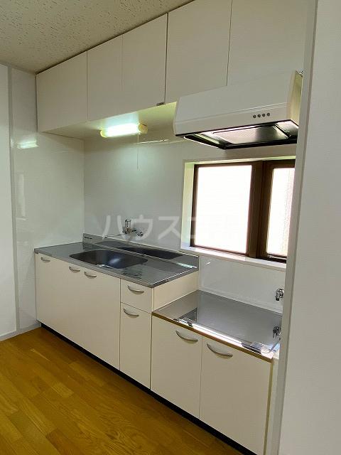 メゾン緑寿 B-101号室のキッチン