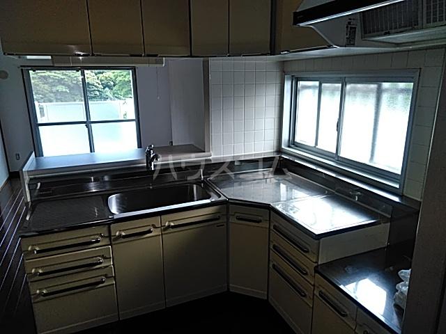 久里浜3丁目共同住宅 604号室のキッチン
