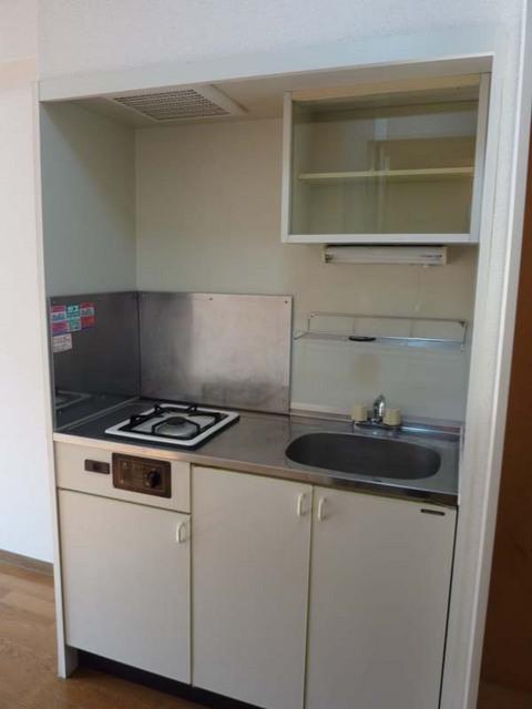 ルミエール白楽 204号室のキッチン