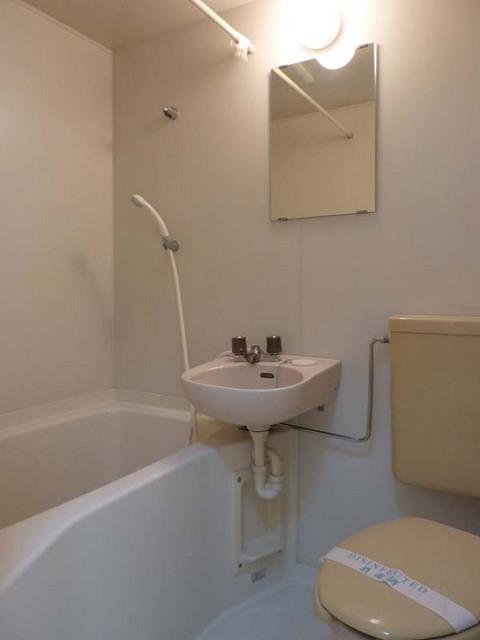 ルミエール白楽 204号室の風呂