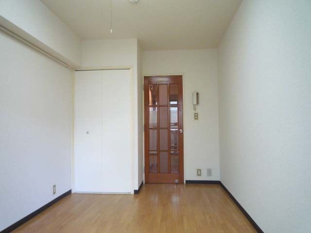 ホークメゾン瀬谷 203号室のリビング