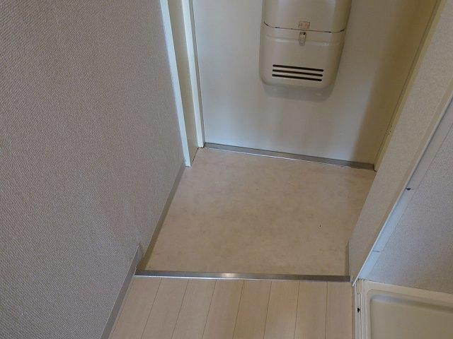 ホークメゾン瀬谷 203号室の玄関
