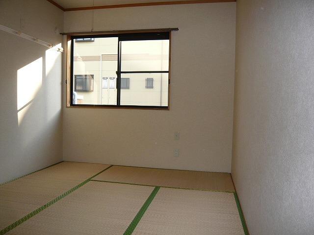 シャルマンコートE 201号室のリビング
