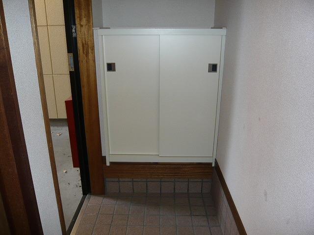 シャルマンコートE 201号室の玄関