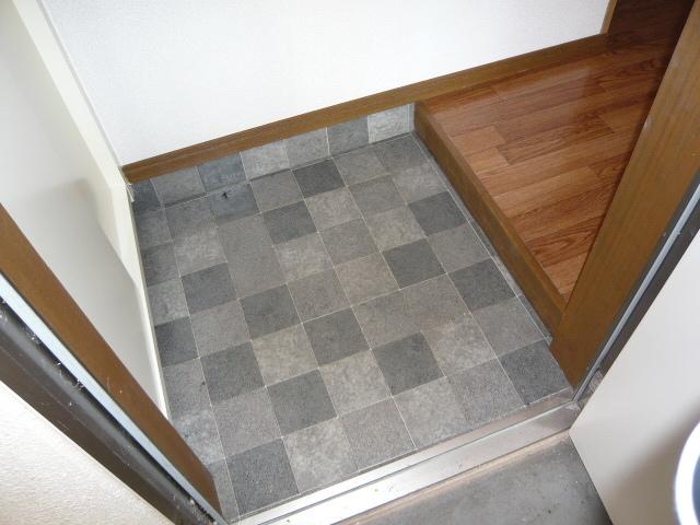 シャルマンコートA 102号室の玄関