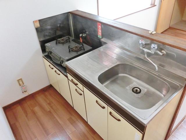 ホワイトタウン若宮 101号室のキッチン